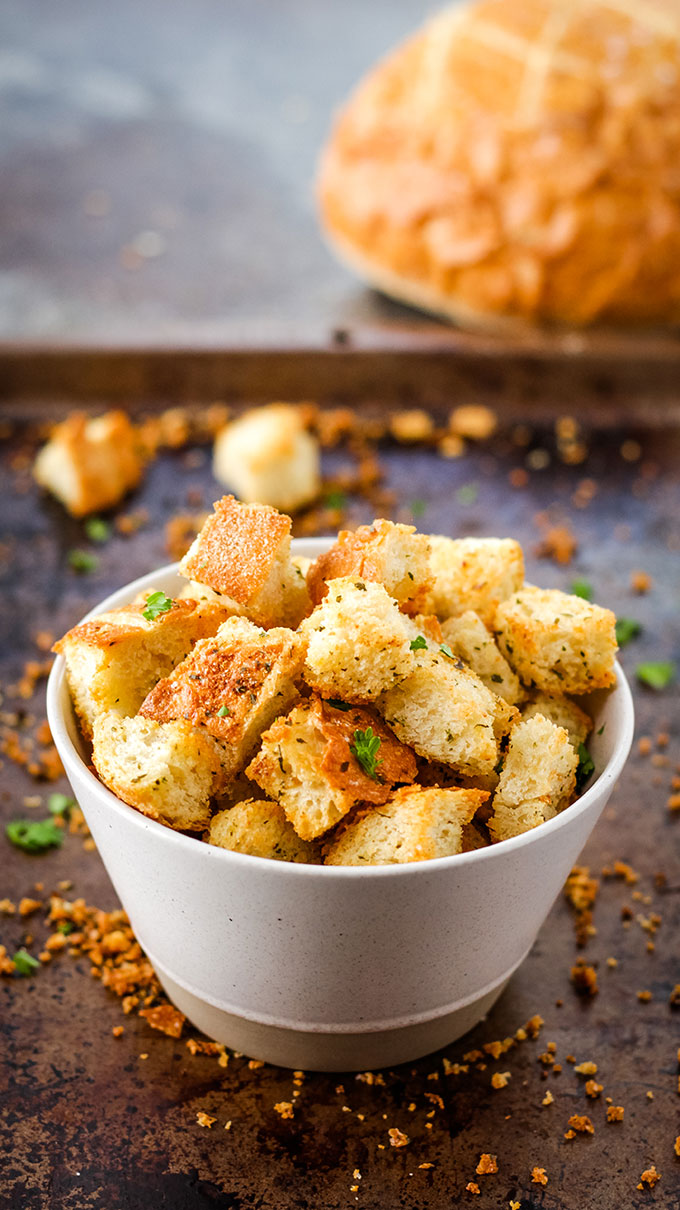 easy homemade garlic croutons, vegan