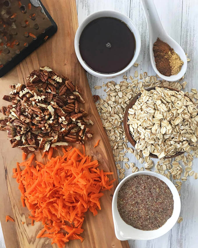 Carrot Cake Baked Oatmeal: A healthy, vegan breakfast idea that turns the classic dessert to a tasty meal you can eat in the morning!