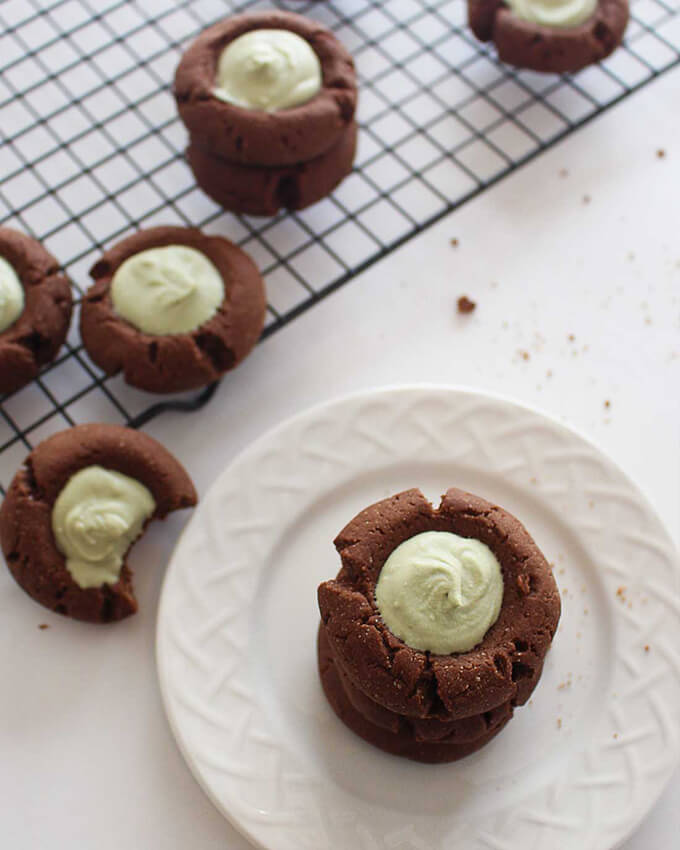 Chocolate Thumbprint Cookies with Matcha Cream Filling - these vegan cookies are simple to make & perfect for any occasion!