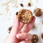 Vegan snack balls flavored like an oatmeal cookie