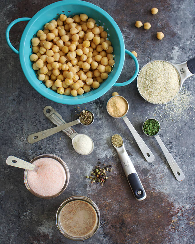 Healthy oil-free homemade vegan meatballs using chickpeas