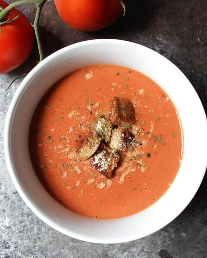 5-Minute Creamy Vegan Tomato Soup