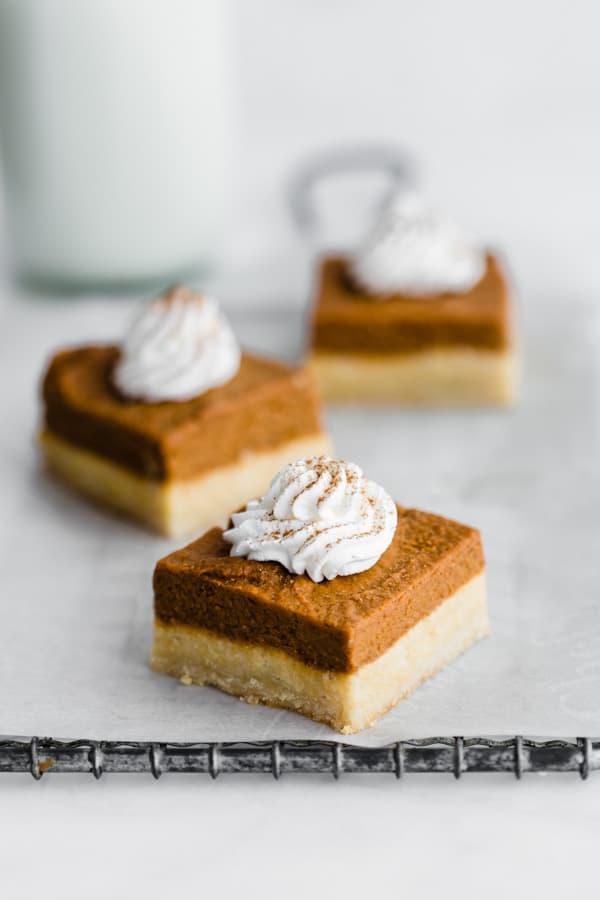 Pumpkin pie bars with almond cookie crust [vegan & paleo]